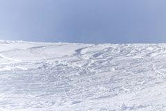 Snowy-Bergabhang draußen im Winter Lizenzfreies Stockfoto