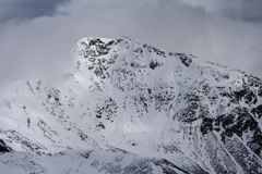 Snowy-Berge 3 lizenzfreie stockbilder