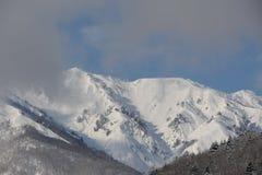 Snowy-Berge im Winter Lizenzfreies Stockfoto