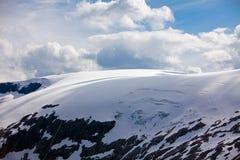 Snowy-Berge in Norwegen Stockfoto