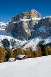 Snowy-Berge und Gebirgstau Stockbild