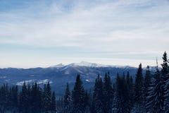 Snowy-Bergspitze morgens Lizenzfreies Stockfoto