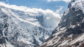 Snowy-Bergspitzen in Norwegen Lizenzfreie Stockfotos