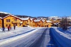 Snowy-Dorf in Norwegen stockfotografie