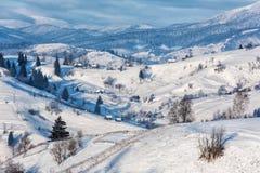 Snowy, eisige alpine Winterlandschaft Lizenzfreies Stockbild