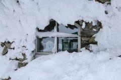 Snowy-Fenster in Finnland, Lappland Lizenzfreie Stockfotos