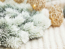 Snowy festive Christmas wreath decoration Royalty Free Stock Photography