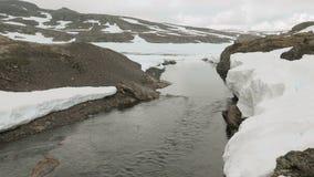 Snowy-Fluss im Norwegen stock video footage