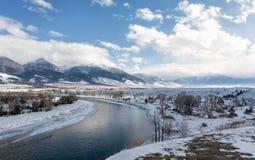 Snowy-Flussbiegung in Montana Lizenzfreies Stockbild