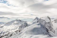 Snowy-Gebirgsrücken Stockfotografie