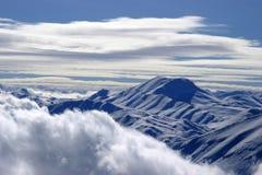 Snowy-Gebirgsspitze Stockbilder