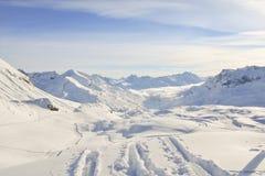 Snowy-Gebirgszug Stockfotos