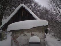 Snowy-Häuschen Stockbild