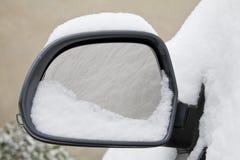 Snowy-hinterer Spiegel Lizenzfreie Stockfotografie