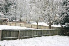 Snowy-Hinterhof Stockfotos