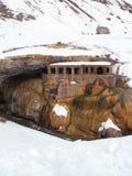 Snowy-Kirche stockbilder