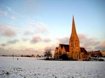 Snowy-Kirche Lizenzfreie Stockfotos
