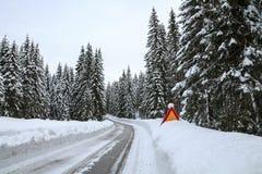 Snowy-Landschaft in den Bergen Lizenzfreie Stockbilder