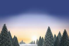Snowy-Landschaft mit Tannenbäumen Stockfotografie
