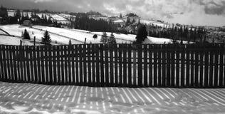 Snowy-Landschaft am sonnigen Tag Lizenzfreie Stockfotografie