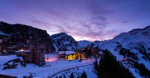 Snowy-Landschaft von Avoriaz-Skiort in Frankreich an einem sonnigen Tag lizenzfreies stockfoto