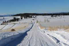 Snowy-Landstraße Lizenzfreie Stockbilder
