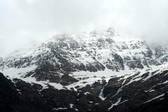 Snowy, montagna rocciosa Fotografie Stock Libere da Diritti