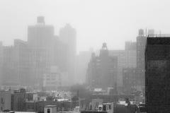 Snowy-Morgen von einer Dachspitze in NYC Stockfotos