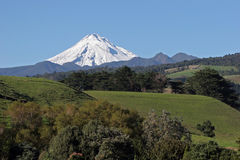 Snowy mountain. Mount Taranaki or Mount Egmont is a dormant stratovolcano in the Taranaki region on the west coast of New Zealand's North Island. The 2518-metre Royalty Free Stock Photography