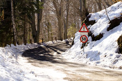 Snowy mountain curve Royalty Free Stock Images
