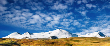 Snowy mountains. And blue sky, Plateau Ukok Royalty Free Stock Photos