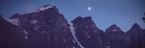 Snowy mountains the night Royalty Free Stock Photography
