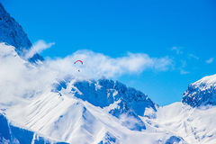Snowy mountains paragliding Royalty Free Stock Photography