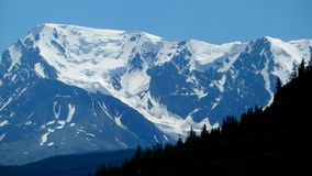 Snowy mountains. The picture shows a mountain range covered in snow Stock Photography