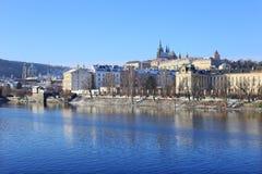 Snowy Prague gothic Castle abova River Vltava, Czech Republic Royalty Free Stock Photos