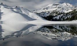 Snowy-Reflexion Stockfoto