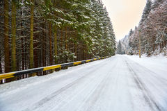 Snowy road in the mountains Royalty Free Stock Photos