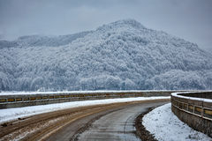 Snowy road in the mountains Royalty Free Stock Photography
