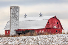Snowy-Scheune Stockfotografie