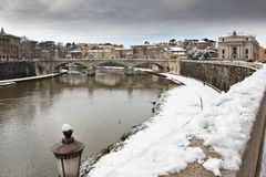 Snowy shore of the Tiber river, Rome (Italy). Febrary 4, 2012 - Rome (Italy), the rare cold leaves the Italian city Rome blanketed with snow Stock Photo