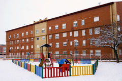 Snowy-Spielplatz stockbild