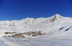 Snowy-Spitzen in den europäischen Alpen stockbilder