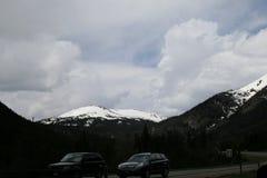 Snowy-Spitzen der Berge von Colorado felsig im Frühjahr im Mai stockbild