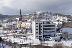 Snowy-Stadtbild von Heidenheim ein der Brenz im Winter lizenzfreies stockfoto