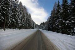 Snowy-Straße Lizenzfreie Stockfotos
