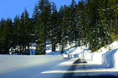 Snowy-Straße in Richtung zum Crater See in Oregon Stockfoto