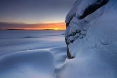 Snowy-Strandfelsen stockfotos