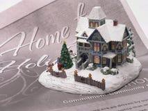 Snowy-Winterhaus Stockfotografie