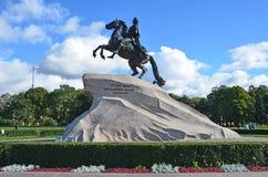 Snt Petersburg, Rusland, 09 September, 2012 Russische scène: Niemand, monument de bronsruiter Stock Fotografie