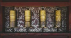 Snurrbönen rullar in Labrang Monastery arkivbild
